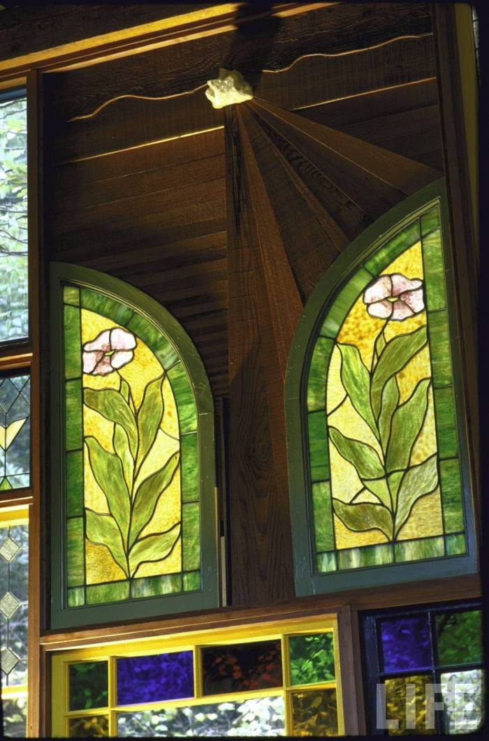 Home of art director John Holmes, designed by William Kirsch, is made entirely from used parts incl. 85 stained glass windows. Here, a chunk of quartz above two stained glass panels, which serves as the contractor's signature.