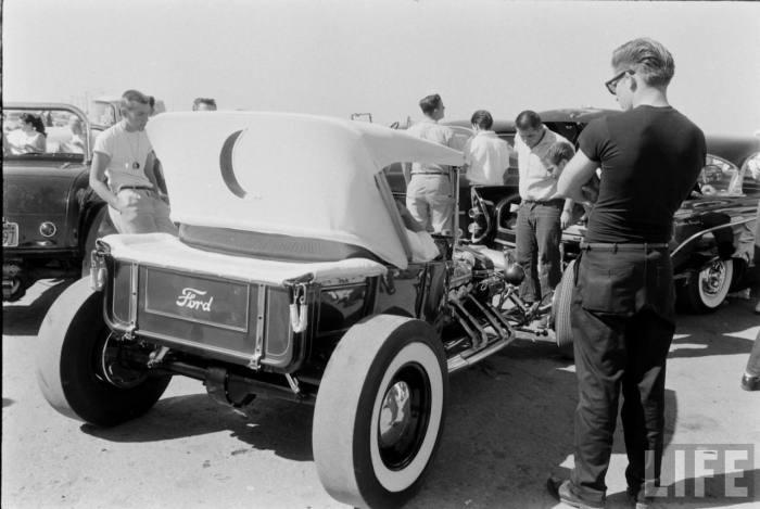 The Great 1950\'s T-Bucket Hot Rod Rivalry | Kookie Kar vs. The ...