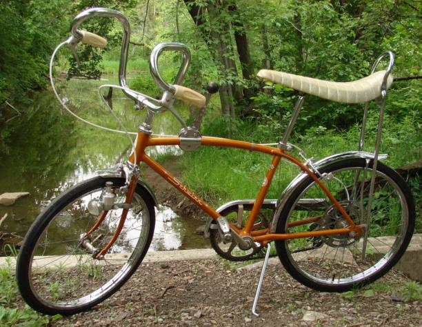 Schwinn Stingray with custom handlebars.  Sa-weet!