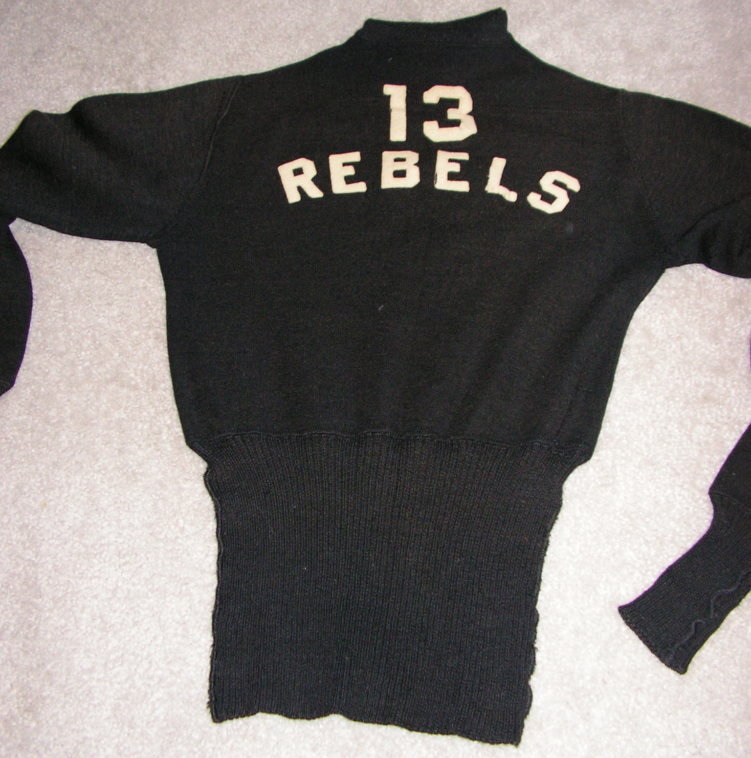 13 Rebels sweater back