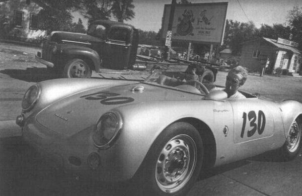 Джеймс Дин и его механик и друг, Рольф, в Porsche незадолго до трагической смерти Джимми.