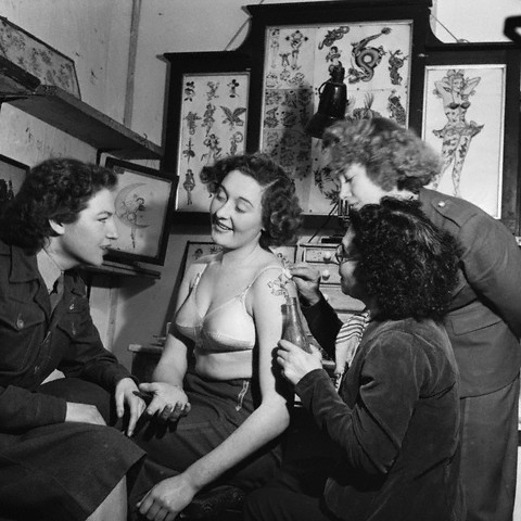 A service woman has a tattoo done on her arm, Aldershot, 1951