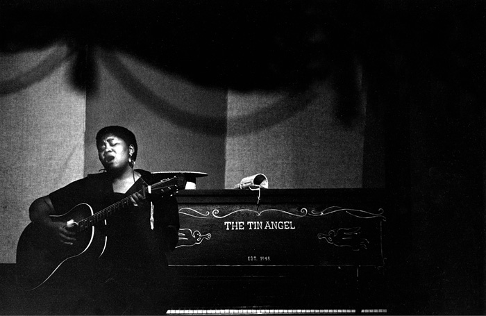 Odetta singing at the Tin Angel, San Francisco 1954  --Bob Willoughby