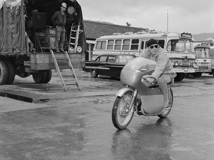 steve mcqueen motorcycle sand pebbles 1965