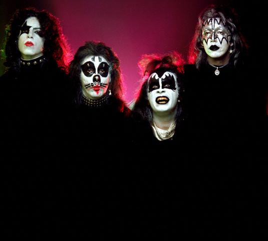 Spotify Kiss And Makeup: Mãoscolorida☚ • Circa 1973