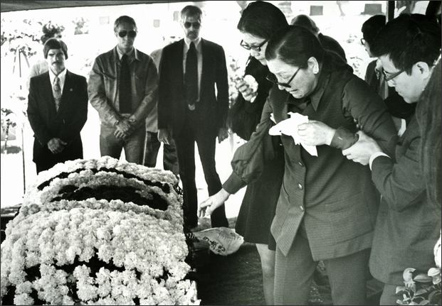 Bruce Lee Casket At bruce lee's funeral on