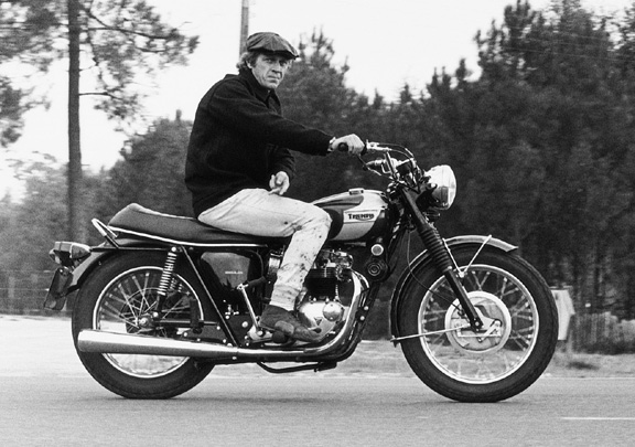 http://theselvedgeyard.files.wordpress.com/2010/02/steve_mcqueen_on_triumph_bonneville1.jpg