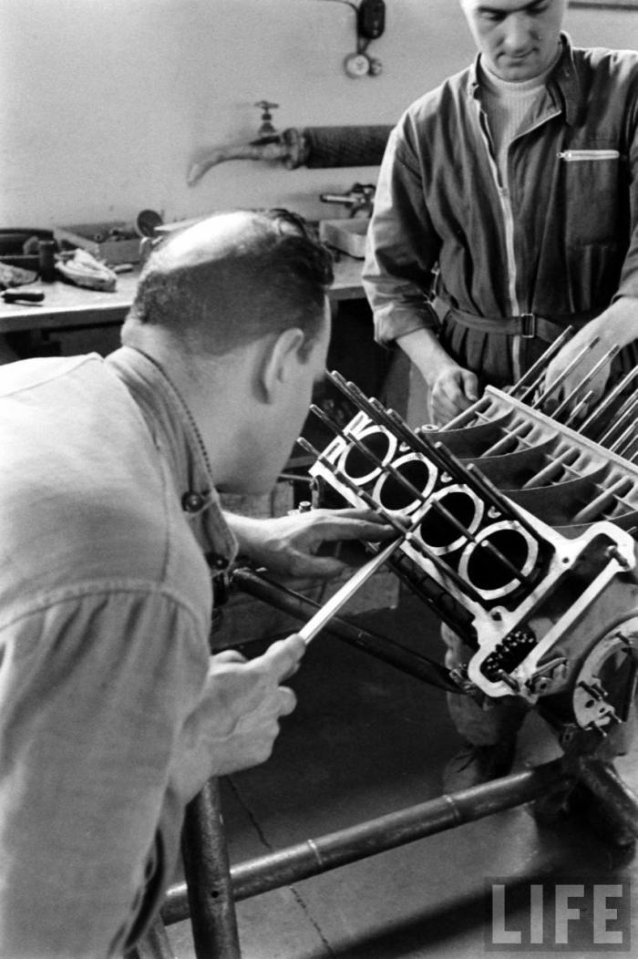 1956-ferrari-engine-italy