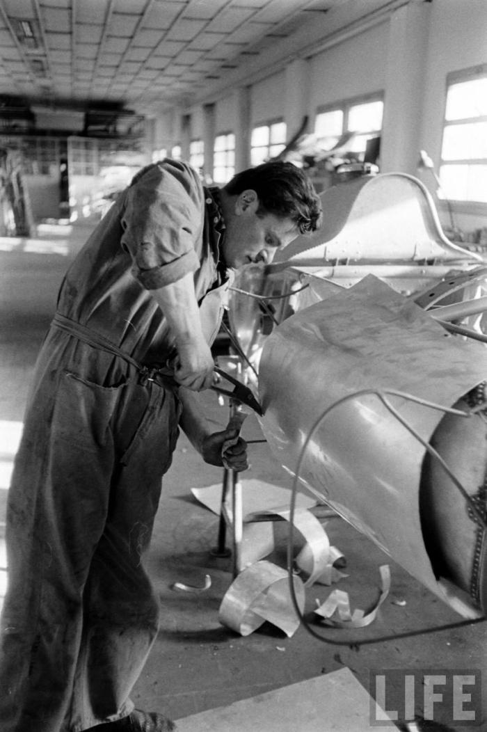 factory-ferrari-d50-1956