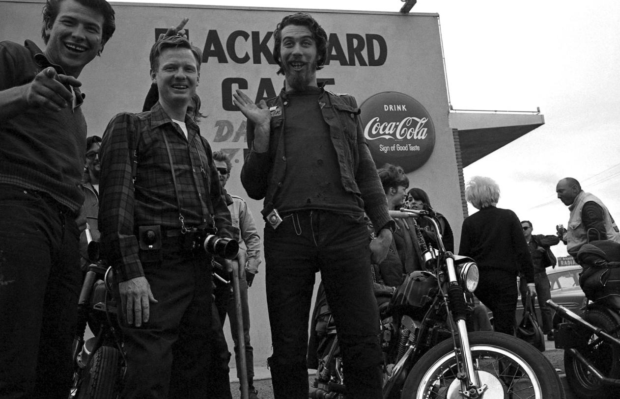 hells angels Die hells angels deutschland oder hells angels mc germany ist ein seit 1973 in deutschland vertretener motorrad- und rockerclub er bildet die gebietsvertretung des.