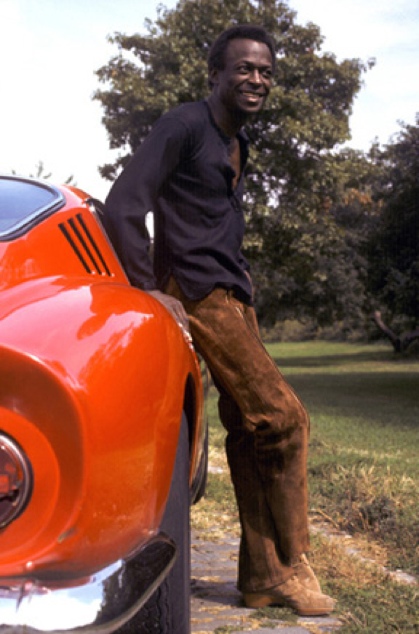 Men & cars - Page 33 Miles-davis-red-ferrari