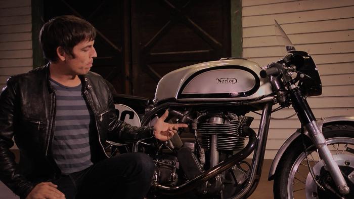 Matt Smith Norton Manx Retro Moto TV