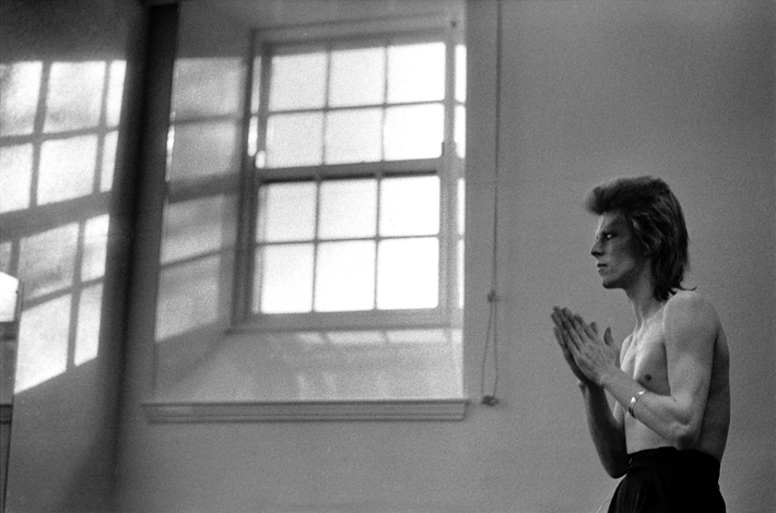 david bowie praying