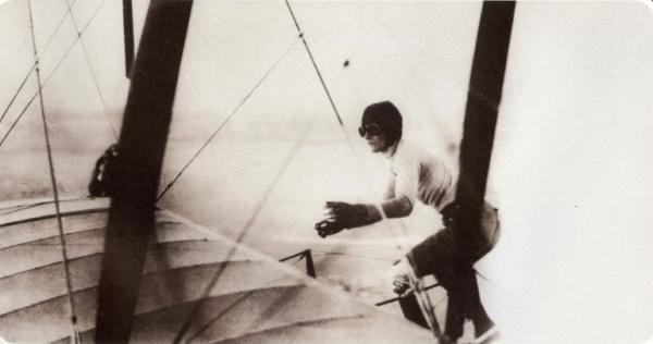 Gladys Ingle 13 Black Cats biplane stunt