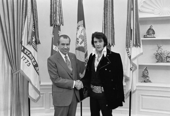 elvis-presley-meets-president-richard-nixon-1970