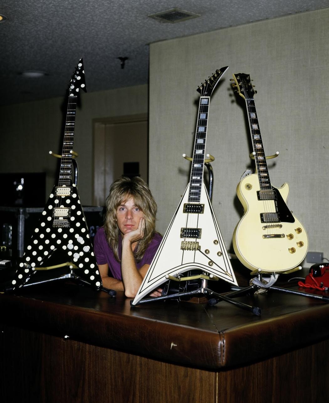 Tus fotos favoritas de los dioses del rock, o algo - Página 3 Randy-rhoads-personal-guitars