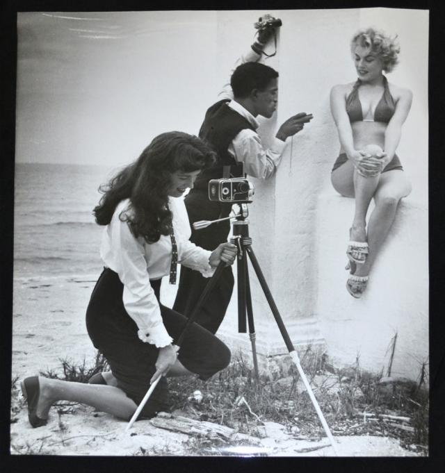 Bunny Yeager, Sammy Davis Jr. and model Maria Singer, Miami Beach, 1955.
