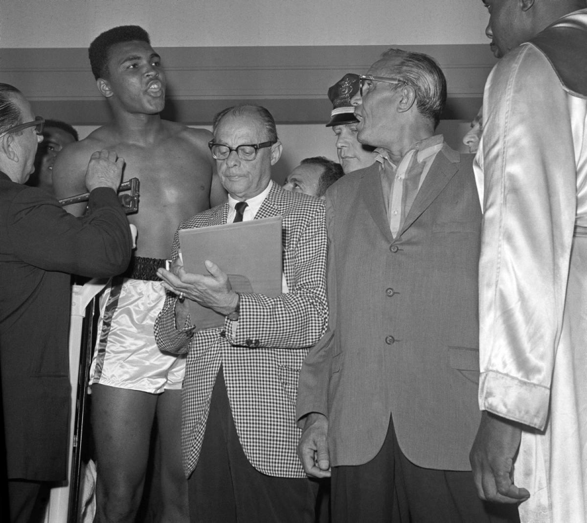 THE NIGHT THE COW CUT-UP THE BUTCHER | CASSIUS CLAY VS. SONNY LISTON, 1964