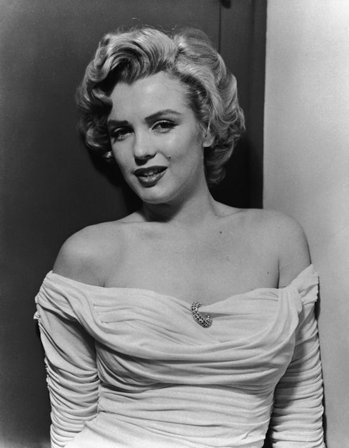 marilyn monroe philippe halsman dress 1952 700 smile