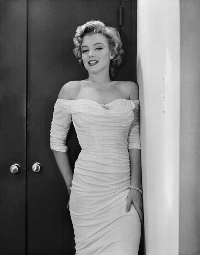 marilyn monroe philippe halsman dress 1952 hips 700