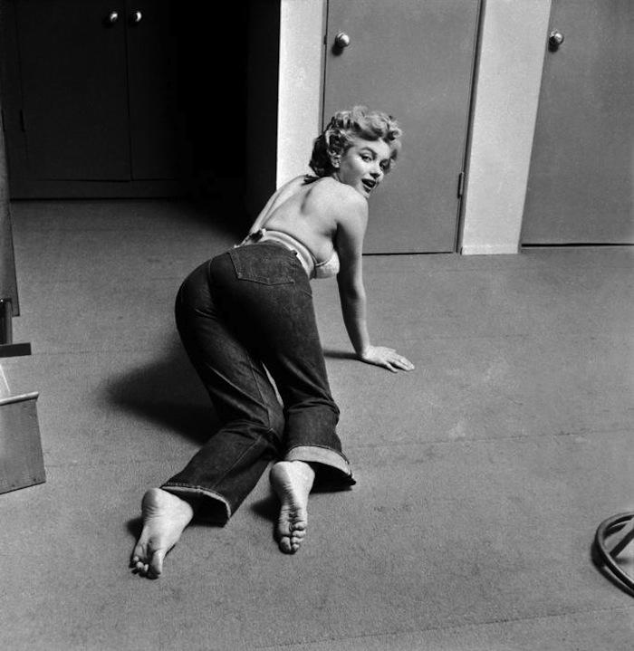 phlippe halsman marilyn monroe denim jeans 1952