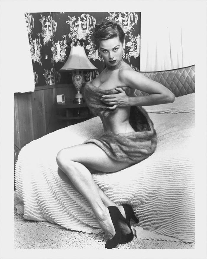 Naked older full figured woman