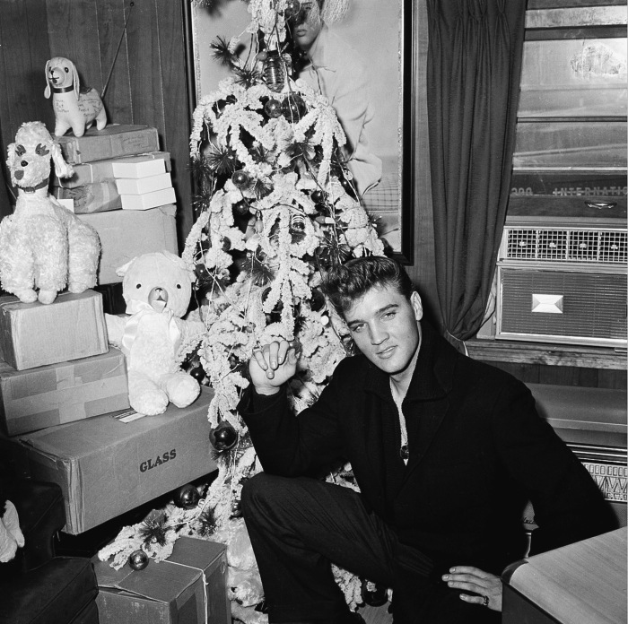055-elvis-presley-white-christmas-tree