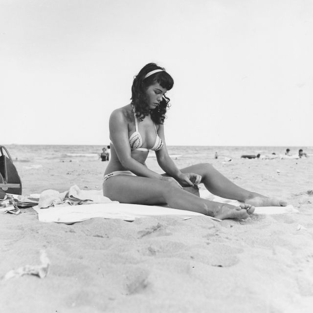 Bettie Page queen of curves swimsuit pinup nude _p019