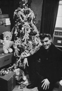 elvis_christmas_tree-x600
