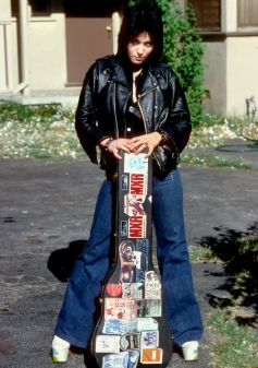 joan jett 1977 the runaways guitar case