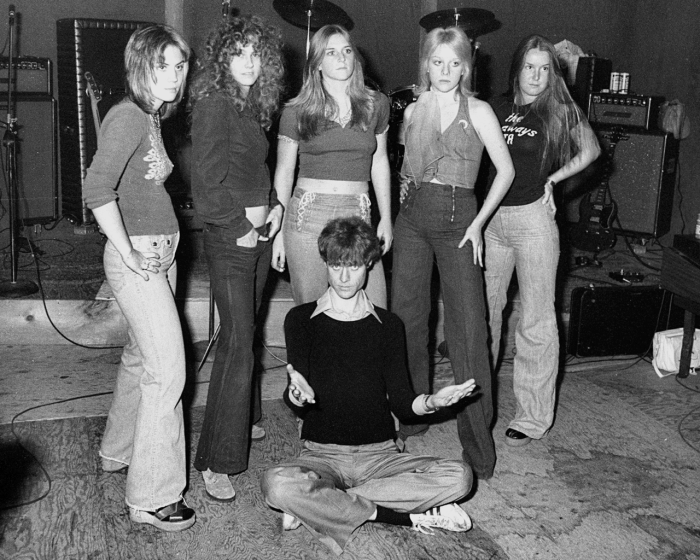 kim-fowley-with-the-runaways-1975-joan-jett-cherie-curie-lita-ford-billboard