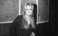 lita-ford-1977-runaways-whiskey