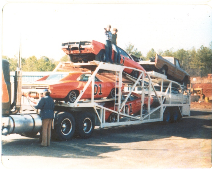 DUKES OF HAZZARD GENERAL LEE CAR CARRIER TRAILER FILMING SET