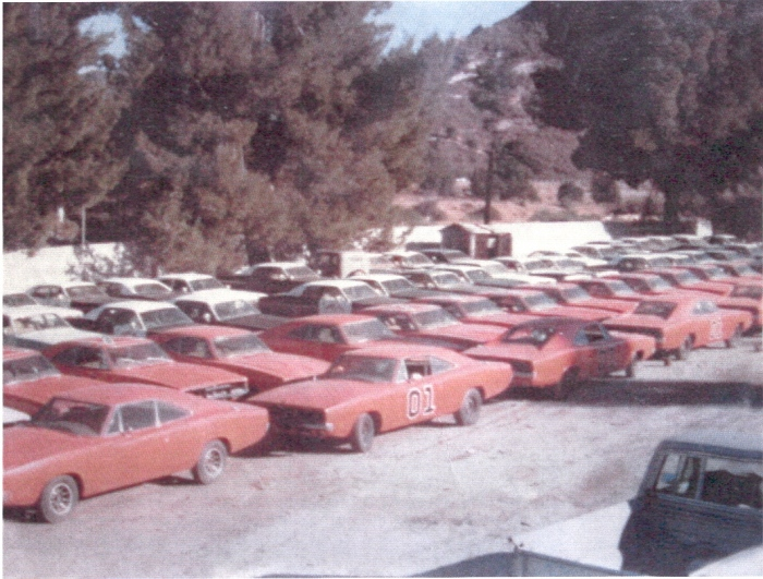 dukes of hazzard general lee dodge charger filming fleet on set.jpg