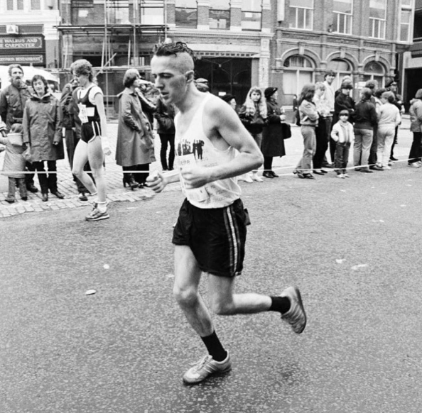 JOE_STRUMMER_RUNNING_LONDON_MARATHON_1983