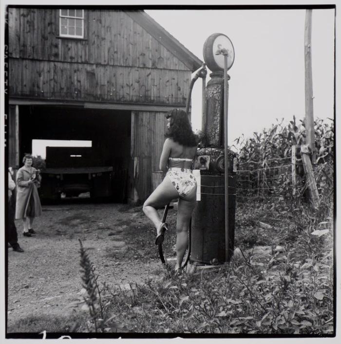 WEEGEE_BETTIE_PAGE_HEADLEY_FARM_1956_GAS_PUMP