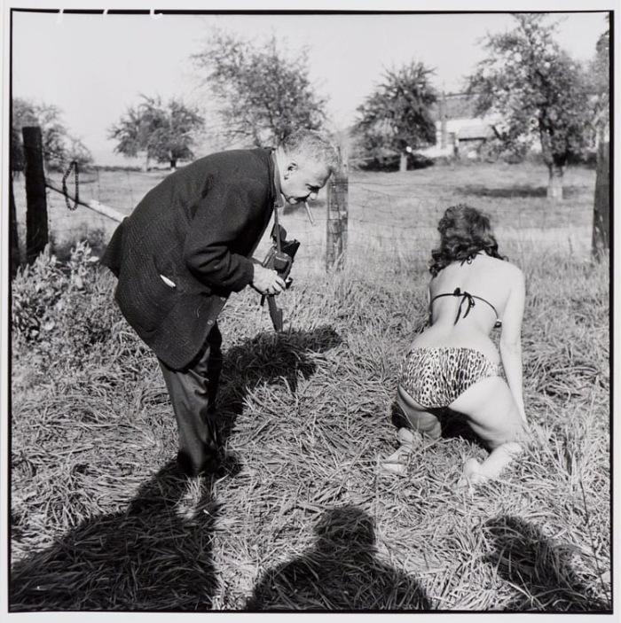 WEEGEE_BETTIE_PAGE_HEADLEY_FARM_1956_LEOPARD_BIKINI